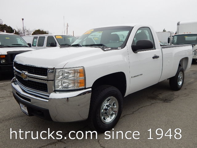 2008 Chev 2500 HD 8' Long Bed Regular Cab Pickup with LIFTGATE