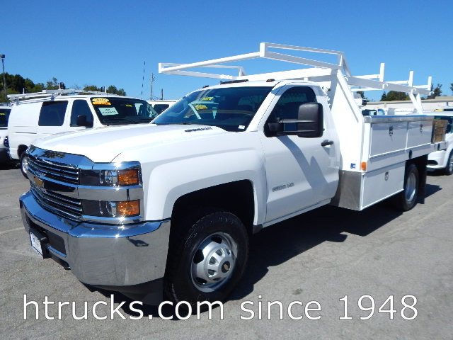 2015 Chev 3500 12' Contractor's Flatbed with RACK - DIESEL