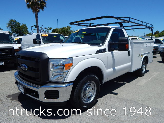 2013 Ford F250 8' Utility with RACK & SLIDING CENTER COVER