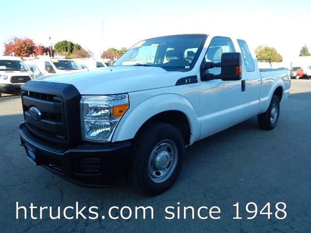 2013 Ford F250 6.5' Short Bed SUPER CAB Pickup with LIFTGATE